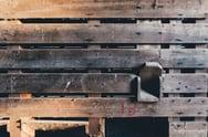houtpallet verkleurd